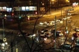 Для ликвидации последствий ДТП в центре Смоленска потребовалось три эвакуатора