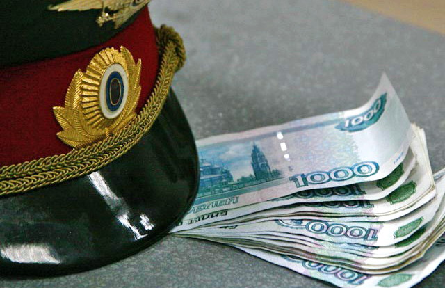 Житель Смоленской области заплатит 37 500 рублей за попытку дать взятку сотруднику ГИБДД