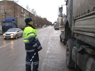 Смоленские дорожные полицейские провели рейд на улице Кловская