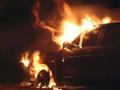 В Смоленске в темное время воспламенились две иномарки