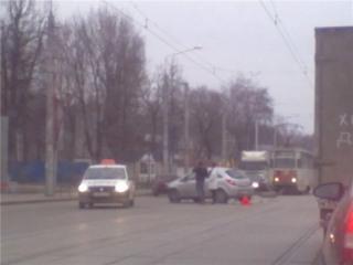 На улице Фрунзе столкнулись три автомобиля