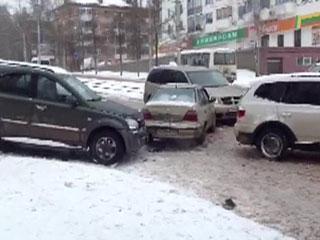 Снегопады в Смоленске послужили причиной большого количества ДТП