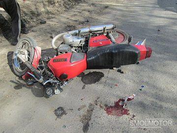 Двое молодых смолян совершили ДТП на мотоцикле