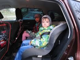 Ярцевчанам напомнили о правилах перевозки детей в авто.