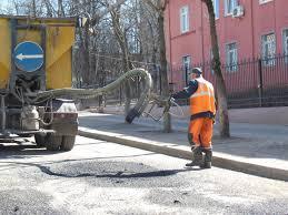 В Смоленске проводится ямочный ремонт Краснинского шоссе.