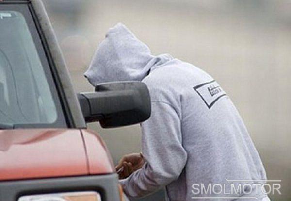 В Смоленске двое парней угнали автомобиль, чтобы покататься.