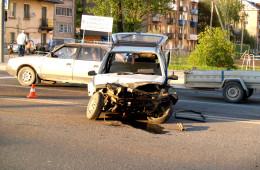 На ул. Крупской Мерседес врезался в «Оку»