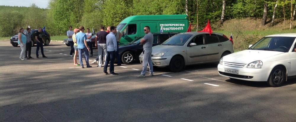 Автомобилисты поздравили жителей Смоленска с Днем Победы