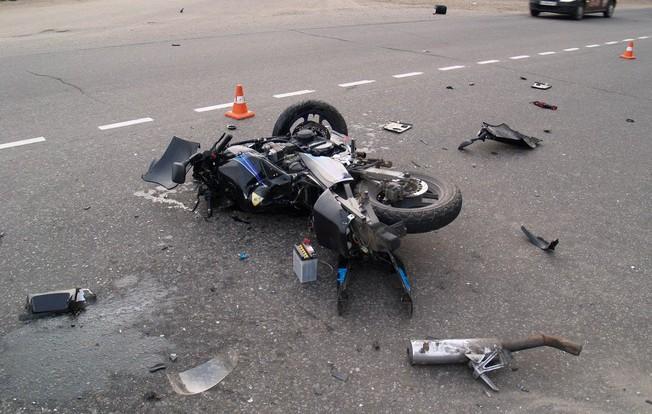 На ул. Кутузова мотоцикл протаранил автомобиль