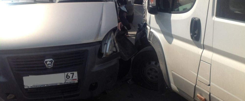 В Смоленске произошла авария с участием маршрутки.