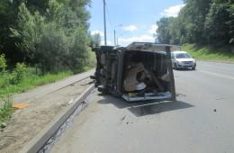 В Смоленске на ул.Крупской перевернулся автомобиль.
