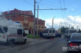 Столкновение такси с общественным транспортом.