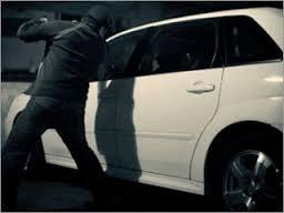 Из смоленского автосервиса похищен дорогой автомобиль.
