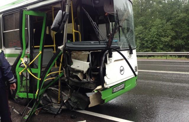 Под Смоленском иномарка протаранила автобус.