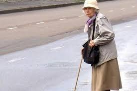 В Смоленске под колесами авто оказалась пожилая женщина.