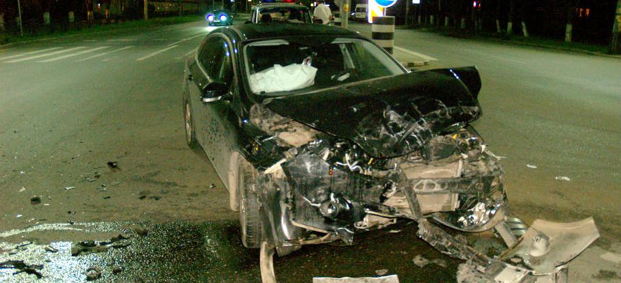 В Смоленске на перекрестке произошло столкновение двух авто