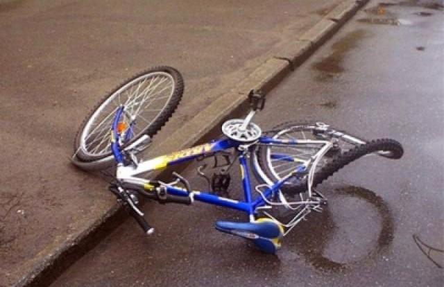 В Смоленской области под колесами авто пострадал велосипедист.