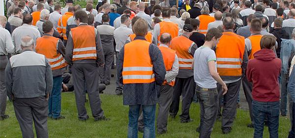 Рабочие завода Nissan в Санкт-Петербурге протестуют против жары