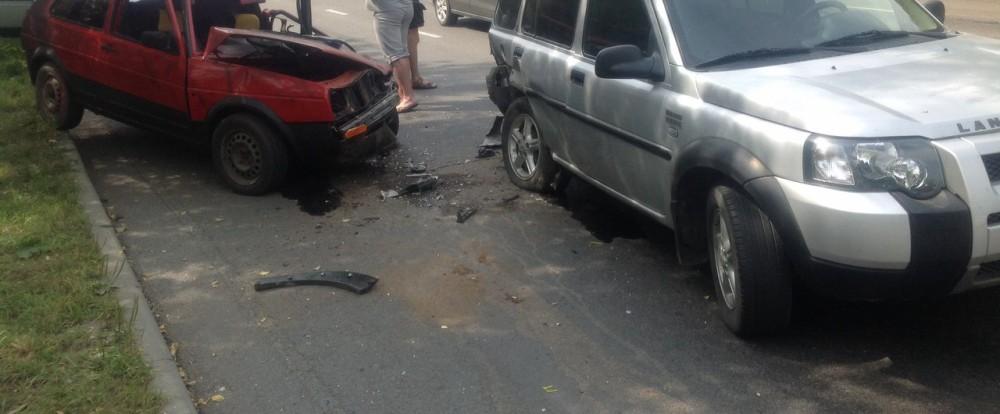 В Смоленске произошло серьезное столкновение двух автомобилей.