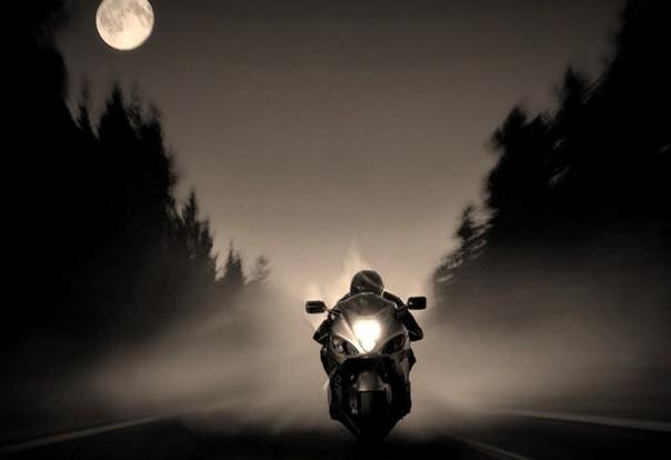 Смолянин на мотоцикле катался ночью по парку