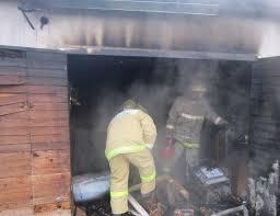В Сафоново сгорели гаражи с автомобилями.