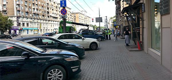Пешеходы смогут жаловаться на неправильно припаркованные автомобили
