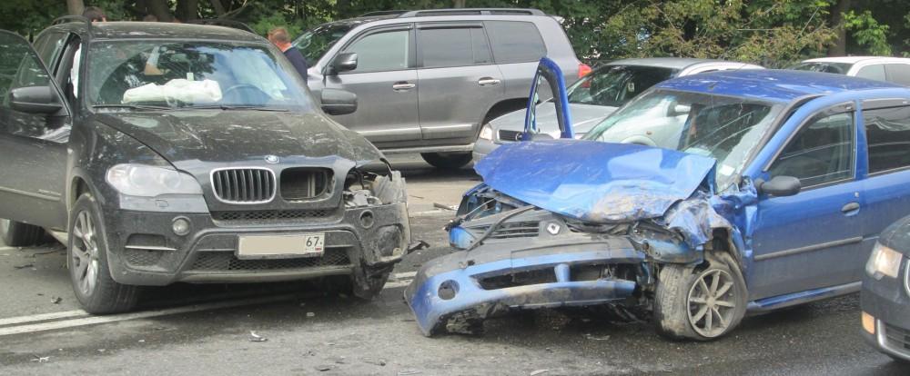 Авария с участием трех машин произошла в Смоленске.