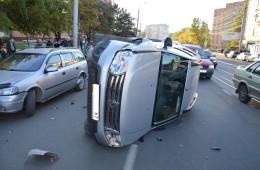 В Смоленске в результате ДТП перевернулся автомобиль