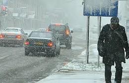 В Смоленске резко похолодало и дороги стали скользкими.