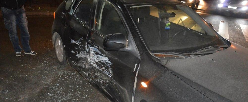 В Смоленске из-за халатности автолюбителя столкнулись два авто.