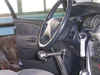 Для обучения инвалидов вождению купят две спецмашины с ручным управлением