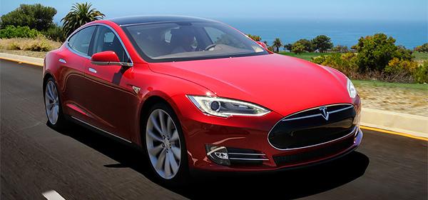 Лучшим автомобилем года в США назвали Tesla Model S