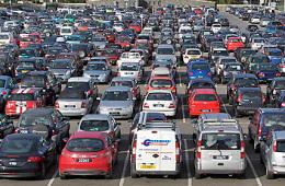 Продажи автомобилей в России вышли на уровень 2013 года
