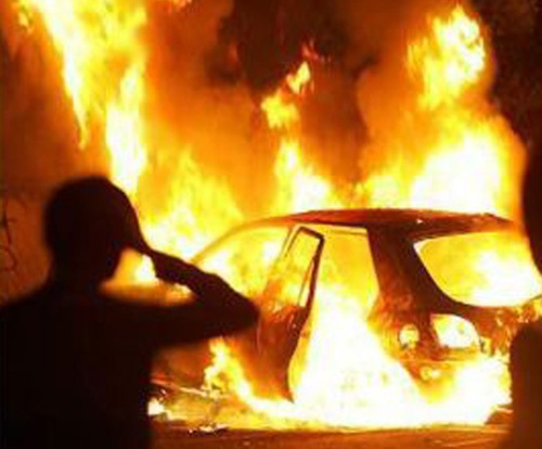 На улице Нахимова загорелся автомобиль.
