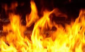 В Смоленске водитель сам потушил свой загоревшийся автомобиль.