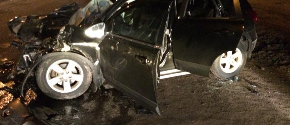 В Смоленске иномарка лоб в лоб столкнулась с пассажирским автобусом.
