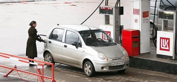 Депутат Госдумы предложила «заморозить» цены на бензин