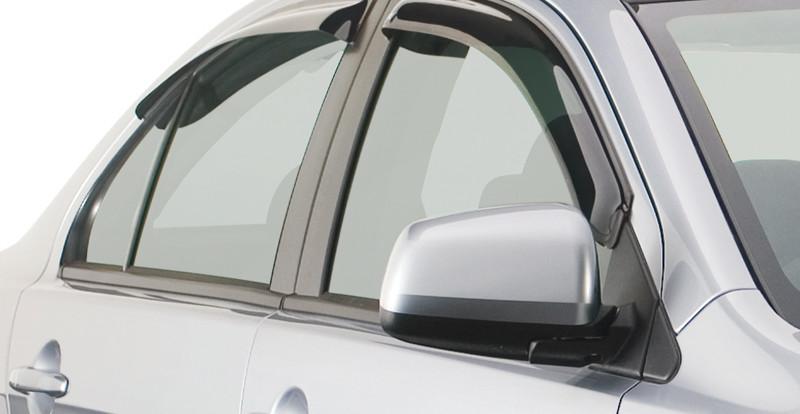 Для чего нужны дефлекторы окон и капота?