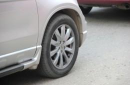 На трассе в Смоленской области лоб в лоб столкнулись мотоцикл и автомобиль.