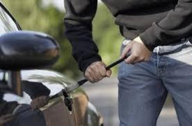 У жителя Смоленской области угнали сломанный автомобиль.