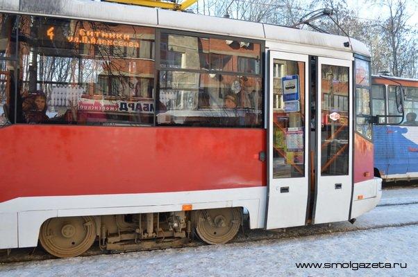 В Смоленске отремонтировали аварийные рельсы