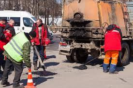 В Смоленске продолжается ремонт дорог.
