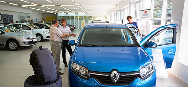 Россияне стали в два раза реже покупать машины в кредит