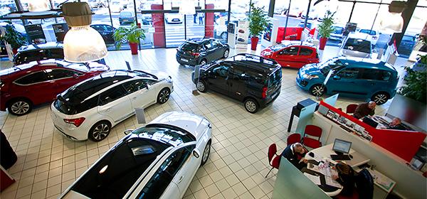 В марте продажи автомобилей упали на 42,5%