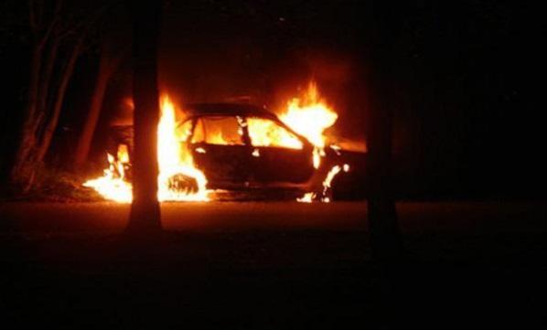На Смоленщине потушили два автомобиля BMW.
