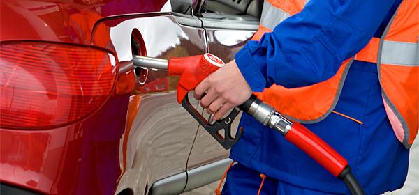 В 2014 году автовладельцы потратили на бензин 2,4 триллиона рублей