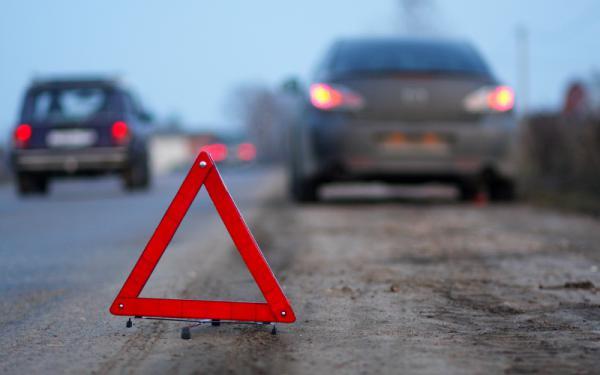 На трассе в Смоленской области столкнулись фургон и фура: есть погибшие