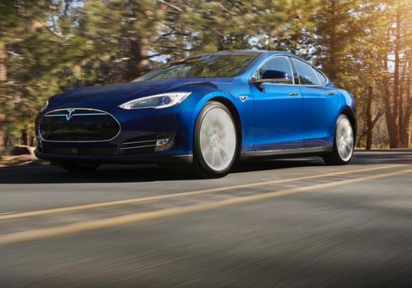 Полноприводный седан от Tesla Motors уже в продаже