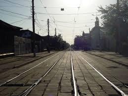 В Смоленске два трамвая зажали легковушку с прицепом.