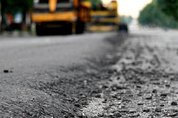 В Смоленске продолжают бороться с ямами на дорогах